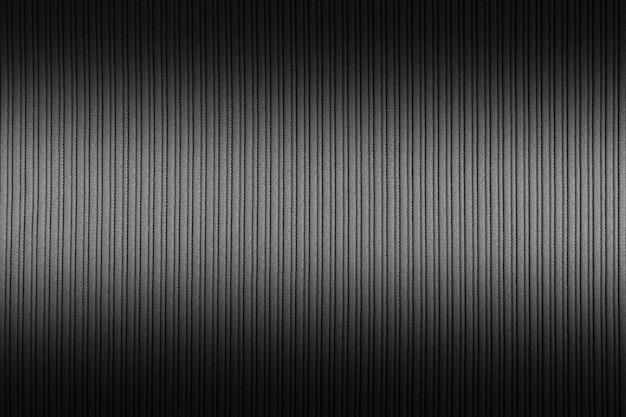 Fundo preto, cor branca, gradiente.