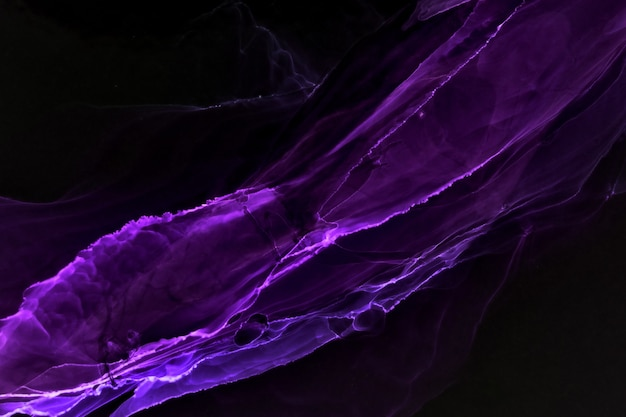 Fundo preto roxo abstrato, manchas e borrões de explosão de tinta de álcool de cor violeta, oceano de céu exoplaneta, materiais de impressão de papel de parede de acrílico
