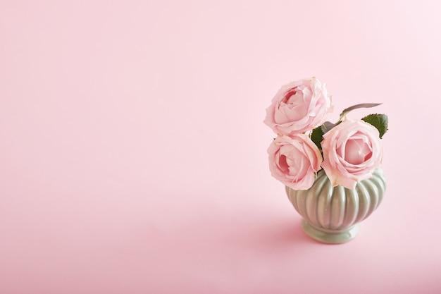 Fundo rosa com flores