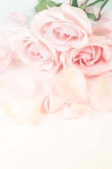 Fundo rosa creme suave em estilo retro com foco desfocado suave