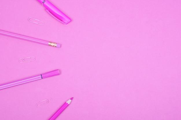 Fundo rosa pastel escola ou material de escritório