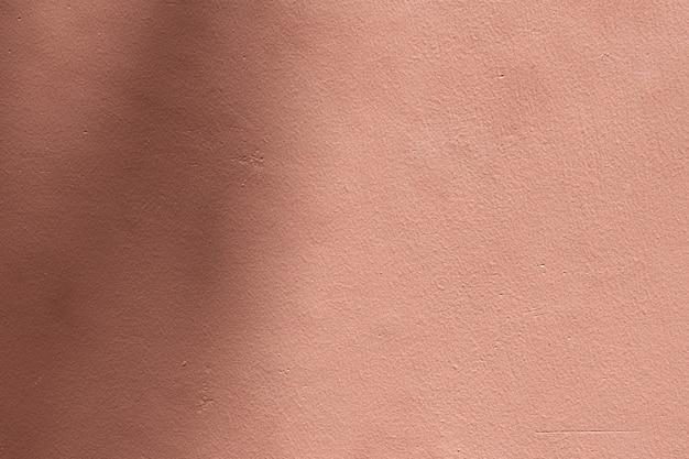 Fundo rosa sombreado com textura de cimento