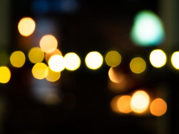 Fundo urbano escuro com lâmpadas desfocadas Foto Premium