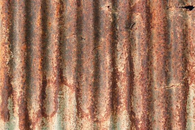 Fundo velho da textura da parede do zinco, oxidado na cobertura galvanizada do painel do metal.