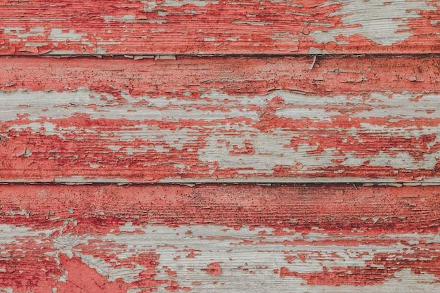 Fundo vermelho de madeira velho pintado da parede.