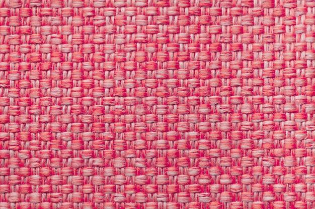 Fundo vermelho de matéria têxtil com teste padrão quadriculado, close up. estrutura da macro de tecido.