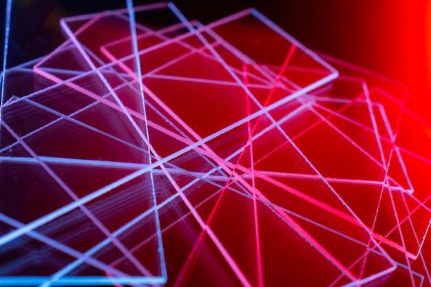 Fundo vermelho escuro abstrato com linhas azuis e vermelhas fundo abstrato de linhas azuis e vermelhas