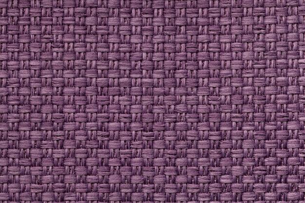 Fundo violeta de matéria têxtil com teste padrão quadriculado, close up.
