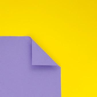 Fundo violeta e amarelo de formas geométricas