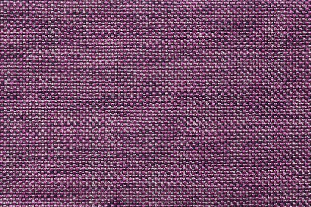 Fundo violeta escuro de matéria têxtil com teste padrão quadriculado, close up.