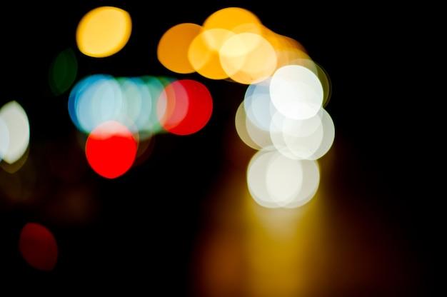 Fundos, bokeh, papéis de parede, luzes de rua, carros correndo de um lado para o outro.