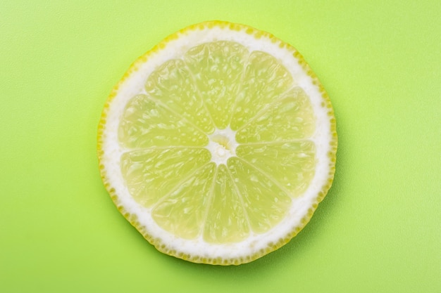 Fundos cítricos, fatia de limão, limão. papel de parede de verão, textura de cor.