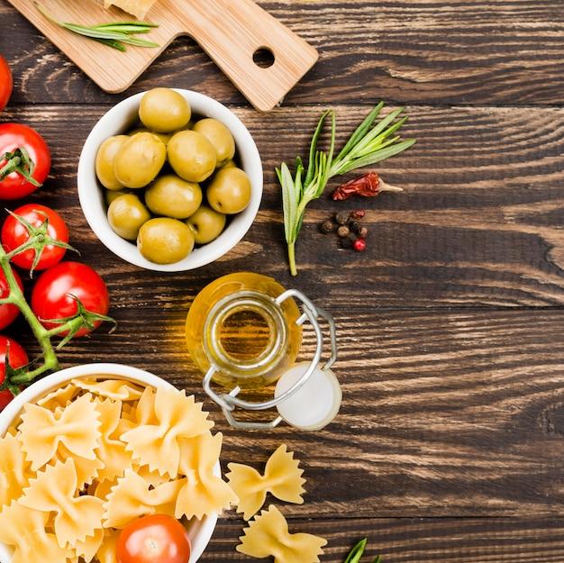Fusilli com azeitonas e legumes