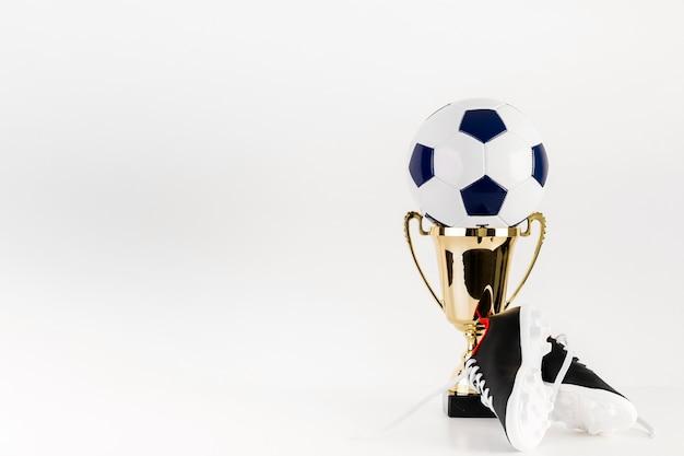 Futebol no troféu e copyspace