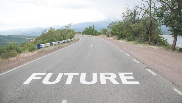 Futuro da palavra escrito na estrada.