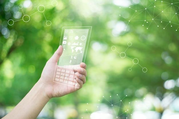 Futuro telefone inteligente em mãos humanas