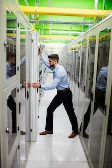 Gabinete do servidor de ajuste técnico