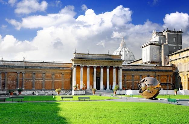 Galeria do tribunal fechado do vaticano, itália. Foto Premium