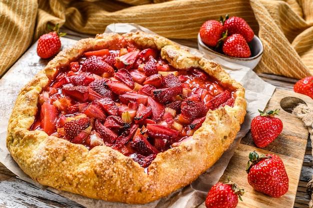Galette com morango e ruibarbo torta caseira, tarte