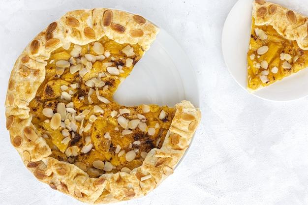 Galette torta caseira com pêssegos