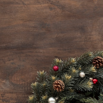 Galho de abeto decorado senões e bugigangas