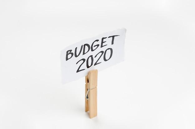Gancho com nota de orçamento 2020