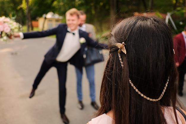 Gancho de cabelo sob a forma de um pássaro. festa de casamento
