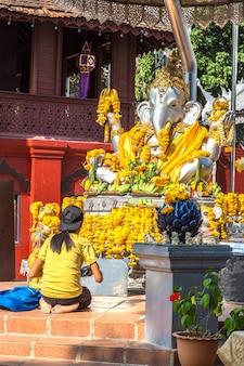 Ganesh em wat sri suphan (templo de prata) em chiang mai, tailândia