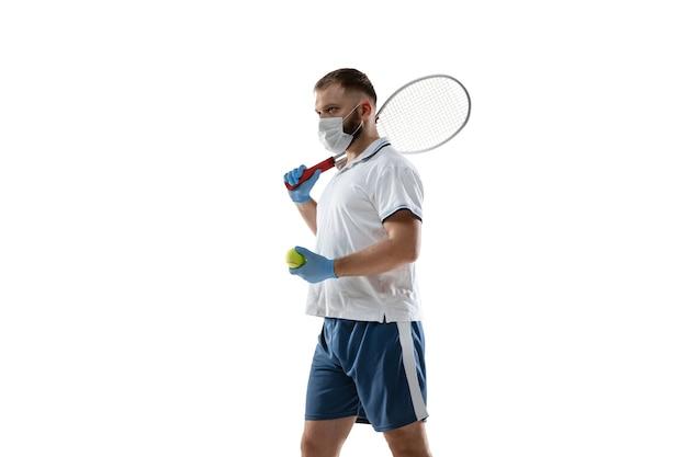 Ganhe pontos com doenças. tenista em máscara protetora, luvas.