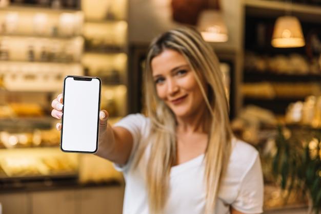 Garçonete, mostrando, telefone móvel