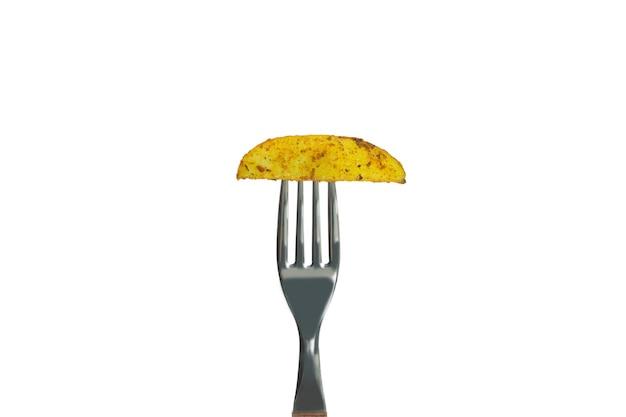 Garfo com batata assada isolada no fundo branco