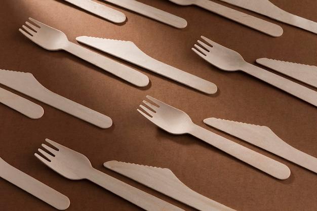 Garfo e faca de papelão de alta vista