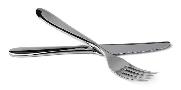 Garfo e faca de prata isolados no branco