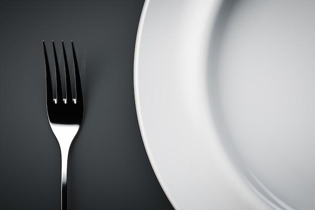 Garfo e prato na mesa. vista do topo