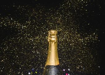 Gargalo de champanhe com brilhos voadores