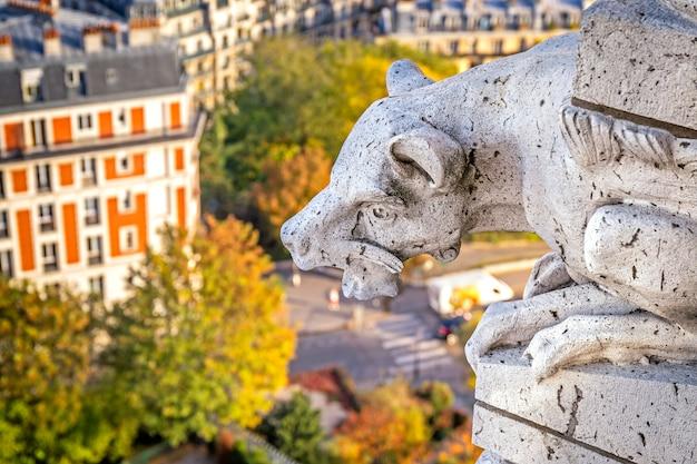 Gárgula na basílica de sacre-coeur em paris, frança