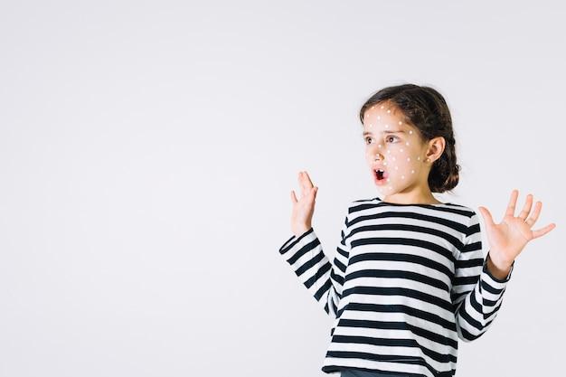 Garota chocada com pressa