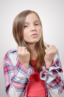 Garota com raiva no estilo hippie