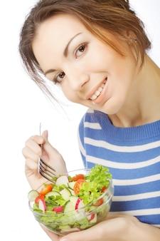 Garota comendo comida saudável