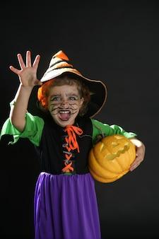 Garota da criança, traje de halloween