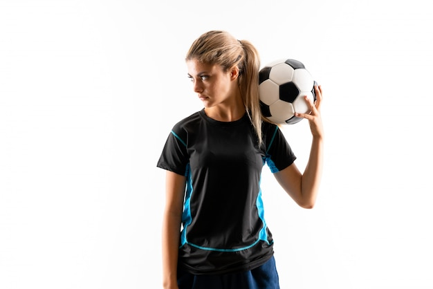 Garota de adolescente de jogador de futebol loira isolada branco