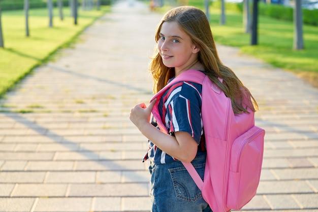 Garota de estudante garoto loiro no parque