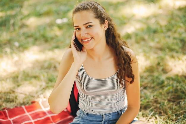 Garota em um parque