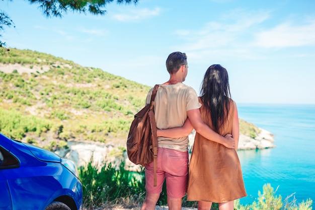 Garota em viagens de férias