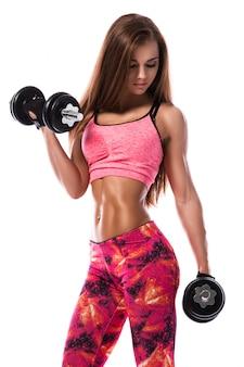 Garota esportiva com halteres