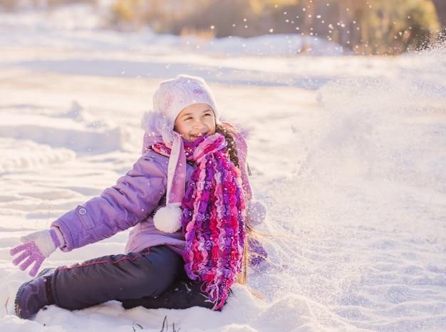 Garota feliz em winter park