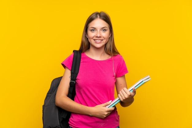 Garota jovem estudante sorrindo muito