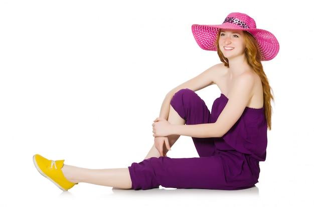 Garota muito romântica de macacão roxo isolado no branco