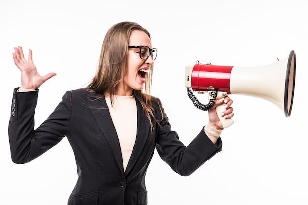 Garota na suíte negra gritando em um megafone isolado sobre o branco