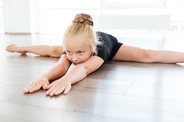Garota no estúdio de dança